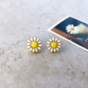 "Jewelry - ""Sweet Daisy"" Stud Earrings"